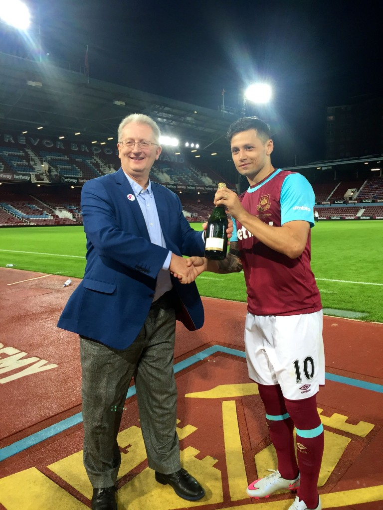 Presenting Man Of The Match Award to Mauro